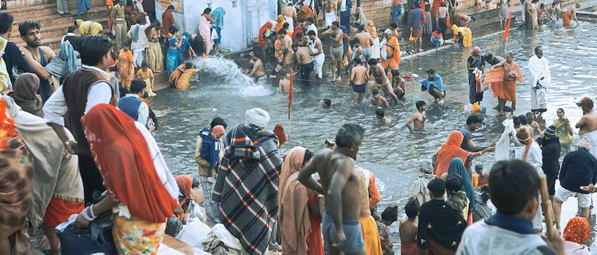 Bathe in Pushkar Lake